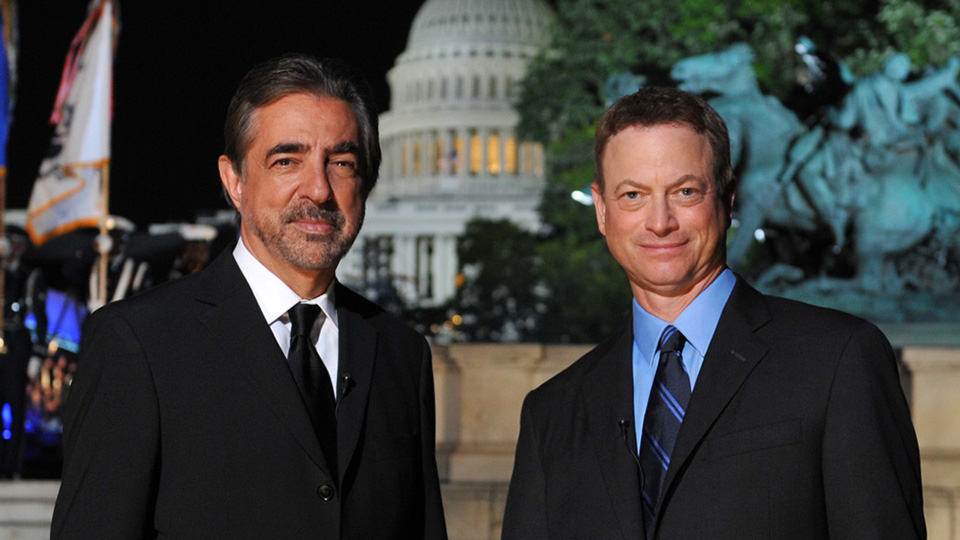 Host Joe Montagne and Gary Sinise