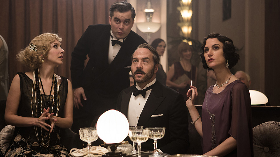 Shown from left to right: EMMA HAMILTON as Rosie Dolly, TRYSTAN GRAVELLE as Victor Colleano, JEREMY PIVEN as Harry Selfridge, KATHERINE KELLY as Lady Mae