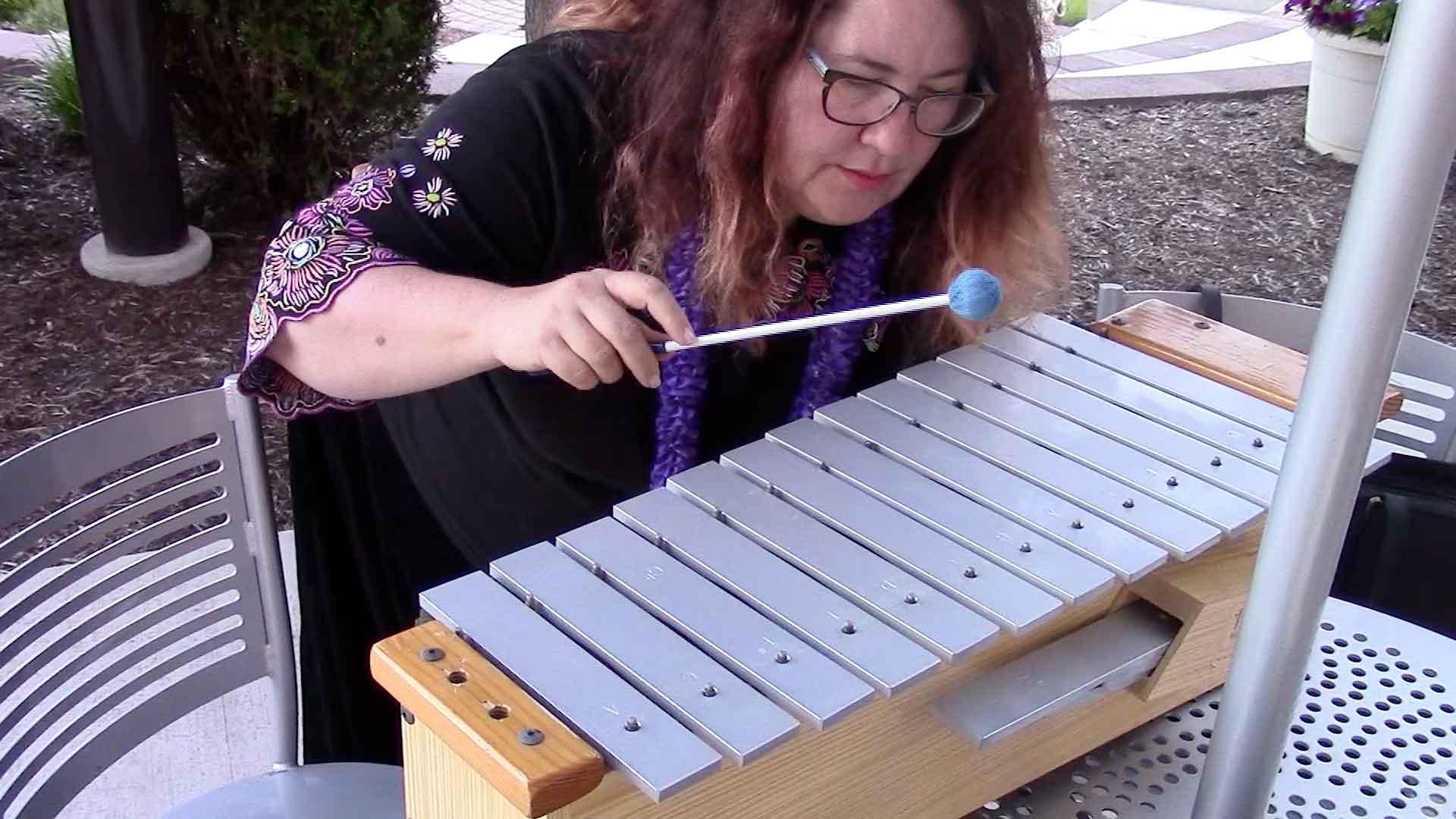 Melanie plays the xylophone