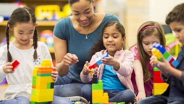 children building with teacher